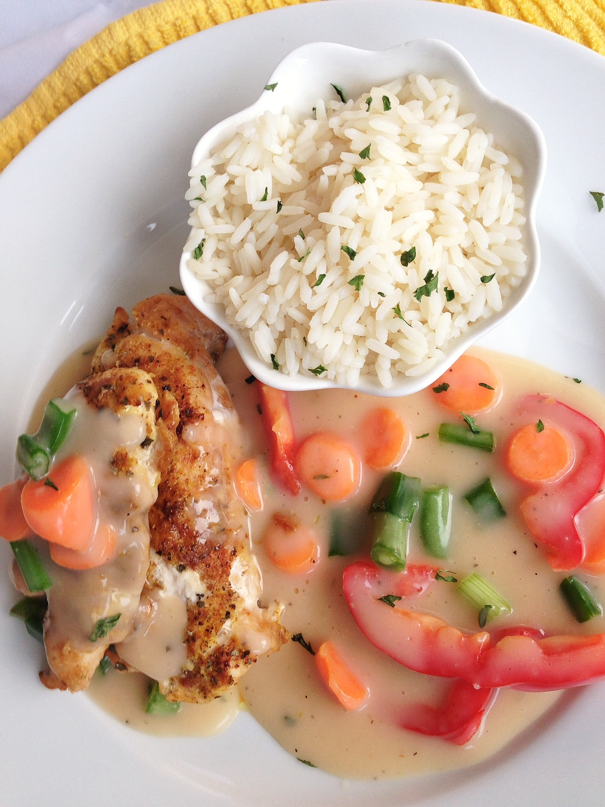 Chicken In White Sauce And Rice Afrolems Nigerian Food Blog